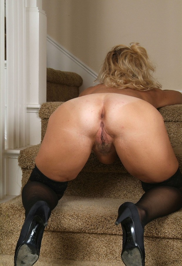 Mature pussy and ass