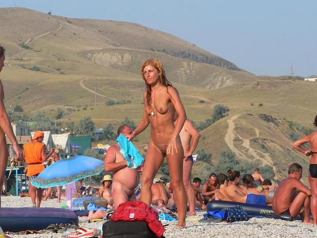 nudisti-plyazh-more