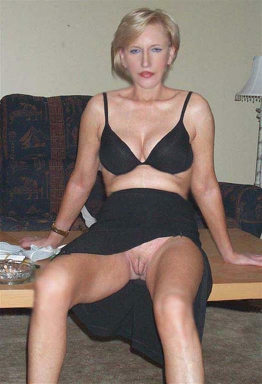 Sitting Upskirt Tampon Amateur Public