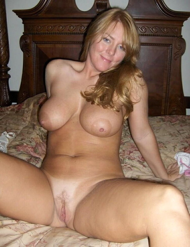 Milf tit out
