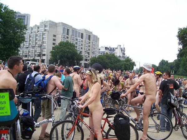 Cunts on Public - Blow On Street; Amateur Public