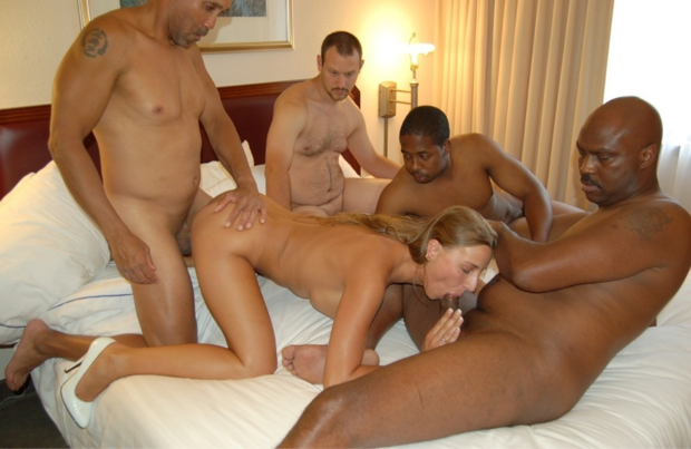 Courtney taylor gets her tight asshole pumped