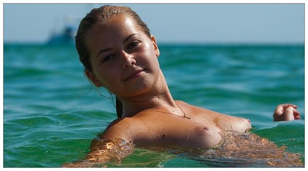 Pussy on Beach - Big Boobs Bouncing On The Beach; Amateur Beach