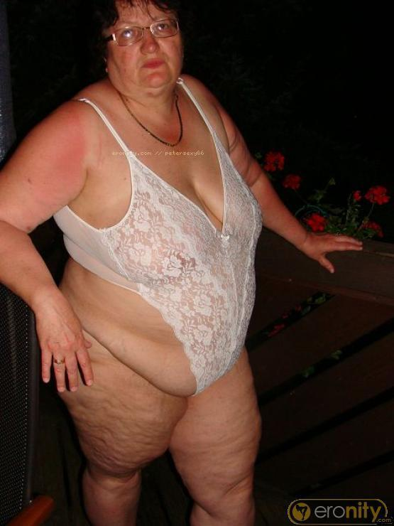 Latina in bikini